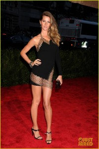 gisele-bundchen-tom-brady-met-ball-2013-red-carpet-01