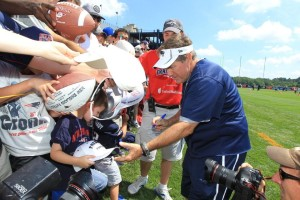 Belichick signs autographs Photo by David Silverman