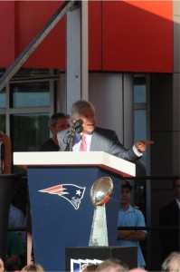 Tedy Bruschi and Gil Santos inducted into Patriots Hall of Fame