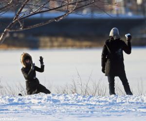 Gisele-Tom-had-snowball-fight-during-stroll-Boston