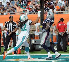 Michael Hoomanawanui one-handed TD grab against the Dolphins.  Photo By: KEITH NORDSTROM