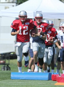 Patriots Quarterbacks running through a drill. (Photo By David Silverman)