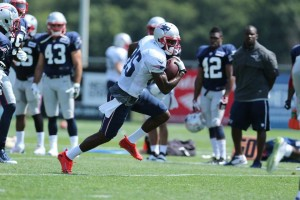 Kenbrell Thompkins, whose birthday was today, catches a pass. (Photo By David Silverman)