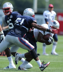 Jerod Mayo makes the tackle. (Photo By David Silerman)