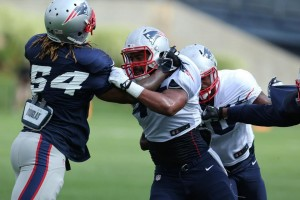 Dont'a Hightower Vs. D.J. Williams (Photo By David Silverman)
