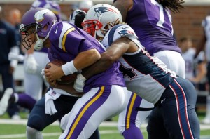 Dont'a Hightower got to Cassel 2 times, and the Pats defense sacked him 6 sacks. (Photo By: AP)