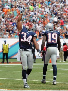 Shane Vereen gives thanks after a touchdown run. (Photo By Keith Nordstrom)