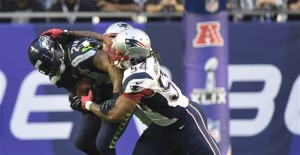 Dont'a Hightower tackles MarShawn Lynch during the Super Bowl. (Photo By: Robert Deutsch, USA TODAY Sports)