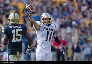 E83RN8 Pittsburgh, Pennsylvania, USA. 27th Sep, 2014. Akron WR ZACH D'ORAZIO (11) displays the football after making a catch during the second half against Pittsburgh. The Akron Zips upset the Pittsburgh Panthers 21-10 at Heinz Field in Pittsburgh, Pennsylvania. © Frank Jansky/ZUMA Wire/Alamy Live News