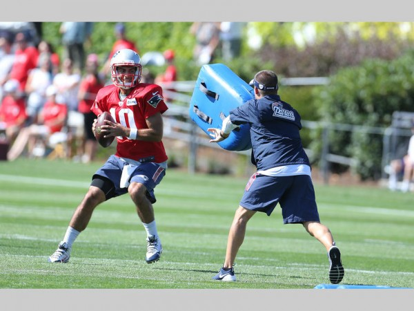 Jimmy Garoppolo goes through QB drills. (Photo By: David Silverman)