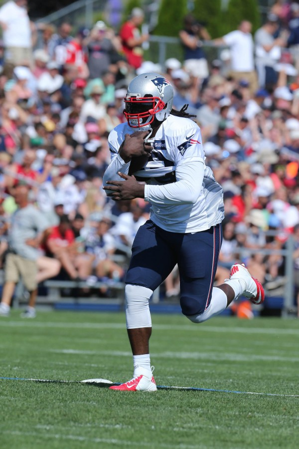 LeGarrette Blount runs through a play. (Photo By: David Martin)