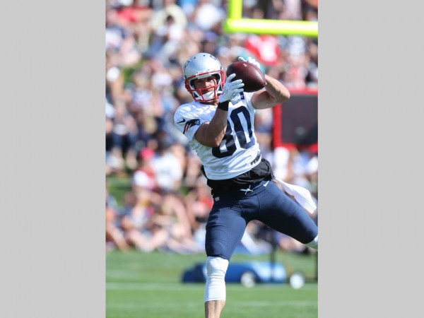 WR Danny Amendola makes a catch during practice. (Photo By David Silverman)