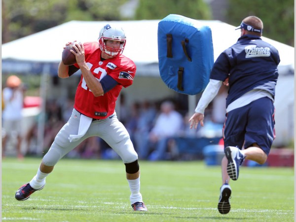 QB Tom Brady runs through some drills. (Photo By David Silverman)