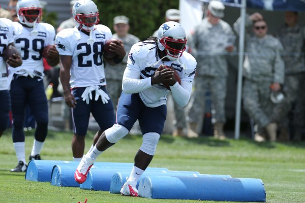 LeGarrette Blount runs through a drill. (Photo By: Davild Silverman)