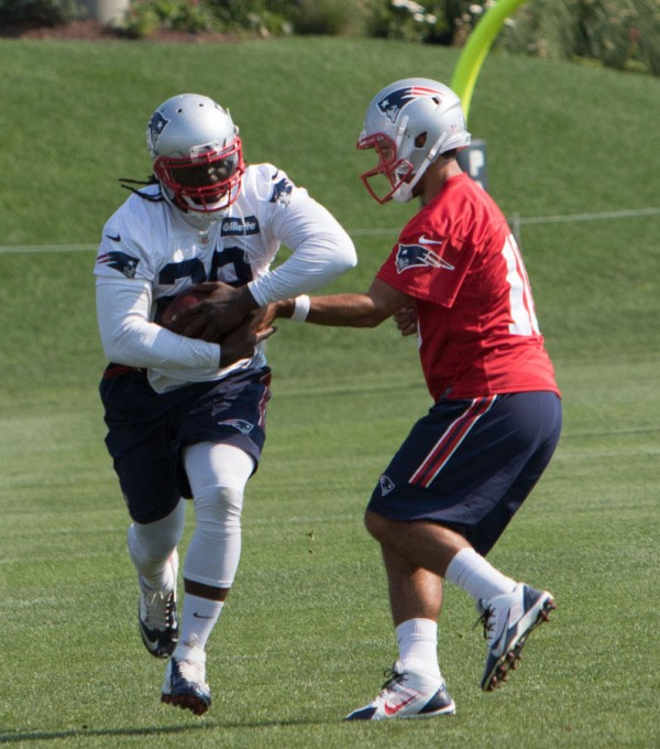 Jimmy Garoppolo hands off to LeGarrette Blount. (Photo By: Martin Morales)