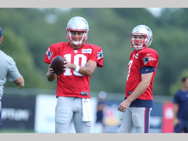 Quarterbacks Jimmy Garoppolo and Ryan Lindley during yesterday's practice. (Photo By: David Silverman)