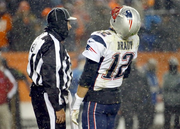 Tom Brady was not happy with the refs last night. ((AP Photo/Jack Dempsey)