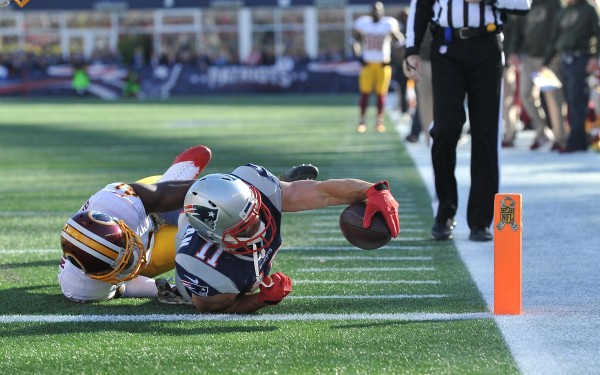 WR Julian Edelman stretches for the touchdown. (Photo By: Keith Nordstrom. Patriots.com)
